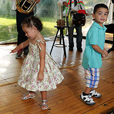 Wedding band with children dancing